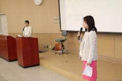 講演会司会のウェルズ恵子先生と講師の辻本庸子先生